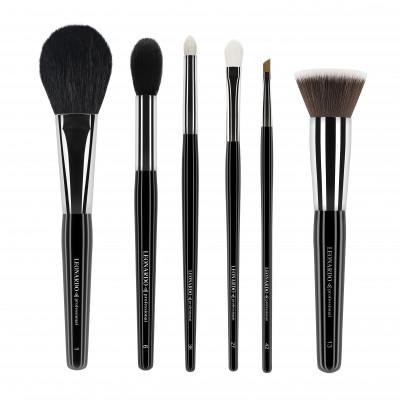 Pensule de makeup care nu trebuie să-ți lipsească din trusa de machiaj
